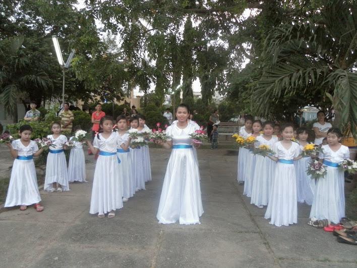 Giáo xứ Ngọc thạnh dâng hoa kính Đức Mẹ đầu tháng Hoa