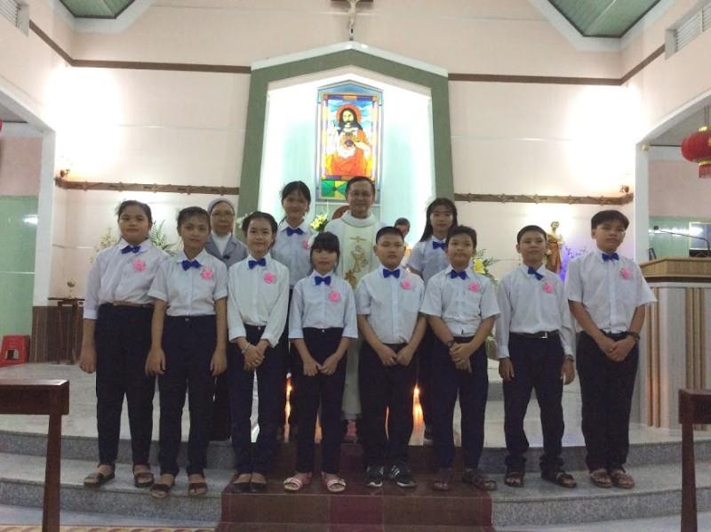 Thiếu nhi Giáo xứ Xuân Quang xưng tội rước lễ lần đầu