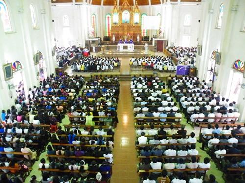Giờ lễ tại giáo xứ Cầu Rầm